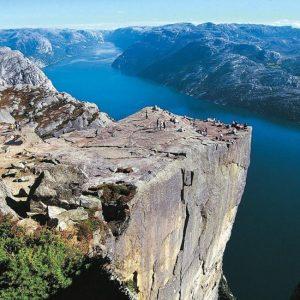 Утес Прекестулен — главная достопримечательность Норвегии