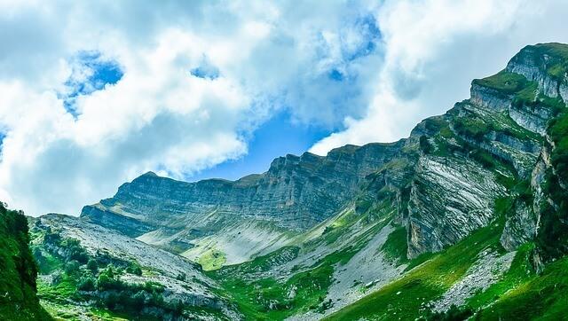 Чем Абхазия привлекает туристов?