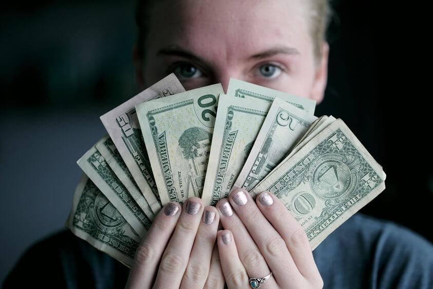 10 правил, которые помогут избежать проблем с деньгами в отпуске